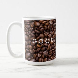 Guten Morgen. Dunkelheit gebratene Kaffeebohnen Kaffeetasse