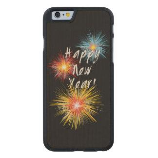 Guten Rutsch ins Neue Jahr-Feuerwerk Carved® iPhone 6 Hülle Ahorn