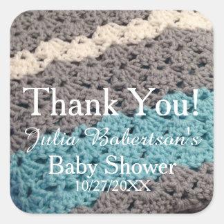 Häkelarbeit-danken umfassende Jungen-Babyparty Quadratischer Aufkleber