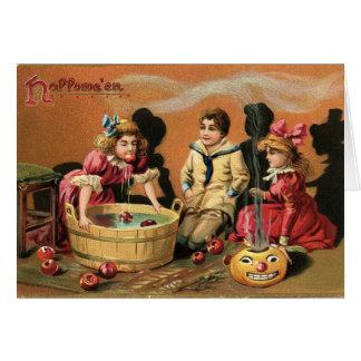 Halloween, das für Äpfel sich ruckartig bewegt Karte