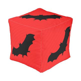 Halloween-Schläger im Rot Kubus Sitzpuff