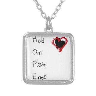 Halten Sie an den Schmerz-Enden Halskette Mit Quadratischem Anhänger