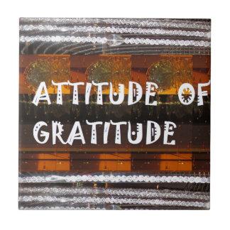 HALTUNG der Dankbarkeits-Text-Klugheits-Wörter Fliese