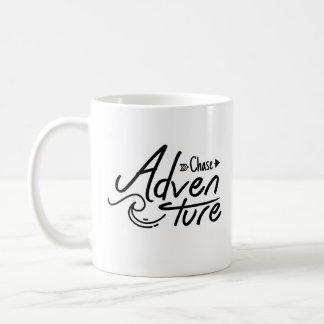 Hand beschriftetes Verfolgungs-Abenteuer Kaffeetasse