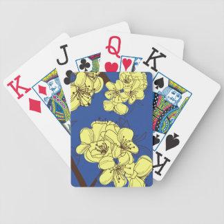 Hand gezeichnete gelbe Apple-Blüten auf Blau Bicycle Spielkarten