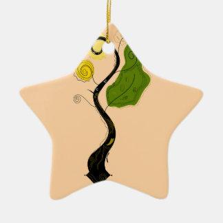 Hand gezeichneter dekorativer Baum. Ursprüngliches Keramik Stern-Ornament