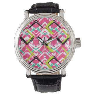 Hand gezeichnetes rosa Zickzack-Muster Uhr