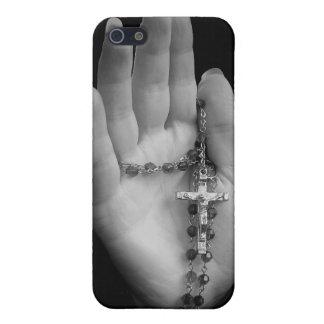 Hand mit Rosenkranzperlen Schutzhülle Fürs iPhone 5