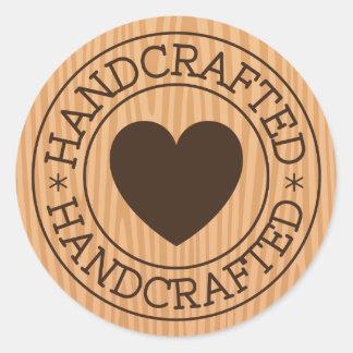 Handcrafted, braune Briefmarke mit Herzen auf Runder Aufkleber