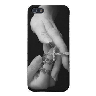 Hände, die Rosenbeet halten Schutzhülle Fürs iPhone 5