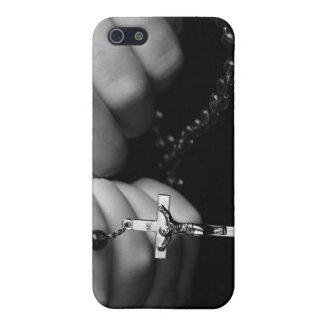 Hände mit Rosenkranzperlen iPhone 5 Etui