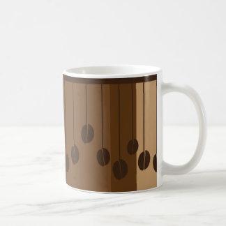 Hängende Kaffeebohnen Tasse