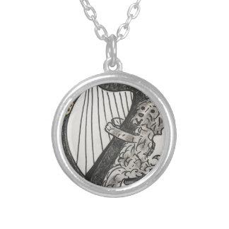 Harfenwelpe Halskette Mit Rundem Anhänger