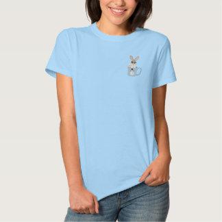 Häschen in der Schale Besticktes T-Shirt