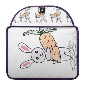 Häschen mit einer Karotte Sleeve Für MacBooks