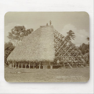 Haus-Gebäude in Samoa-Inseln, c.1875 (Sepia-Foto) Mousepad