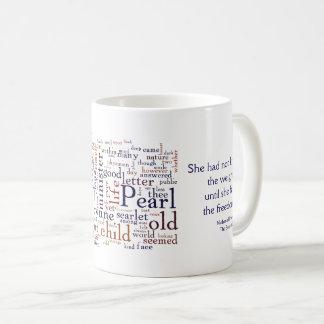 Hawthorne - das Scharlachrot Buchstabewörter und Kaffeetasse