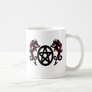 Heidnisches Pentagramm und rote Drachen Kaffeetasse