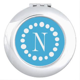 Hellblaues Monogramm - weiße Tupfen Taschenspiegel