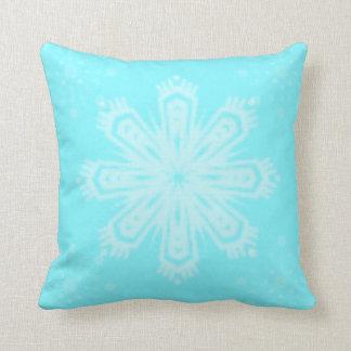 Helle blaue Schneeflocke Kissen