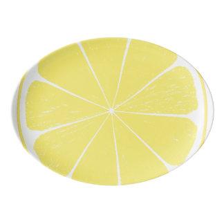 Helle gelbe porzellan servierplatte