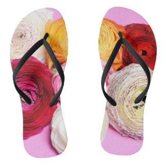 helle mehrfarbige Blumenblätter Flip Flops