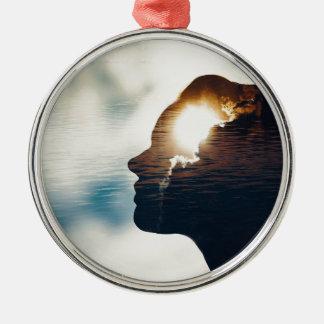 Heller Kopf Rundes Silberfarbenes Ornament