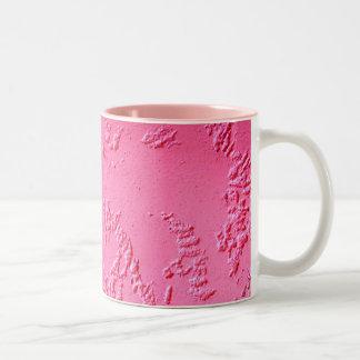 Heller rosa personalisierter Name oder Initialen Zweifarbige Tasse