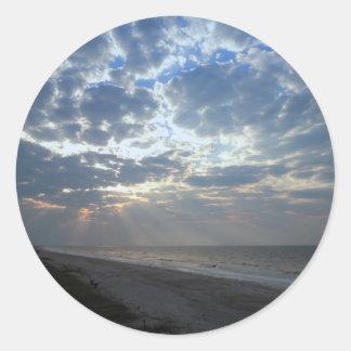 Heller Strand-Morgen - Eichen-Insel, NC Runder Aufkleber