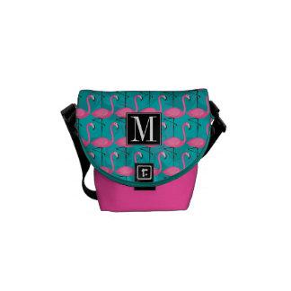 Helles Flamingo-Muster | addieren Ihre Initiale Kurier Taschen