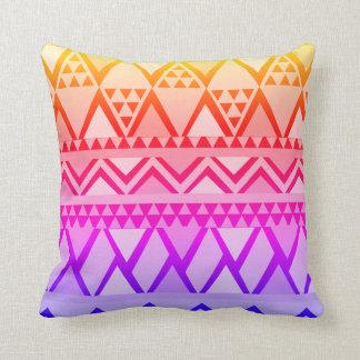 Helles Lila, zum des Dreieck-geometrischen Musters Kissen