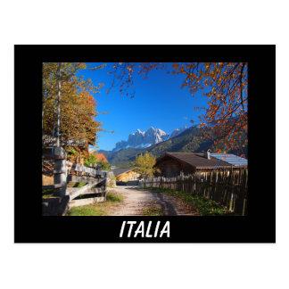 Herbst in den Dolomit in schwarzer Postkarte