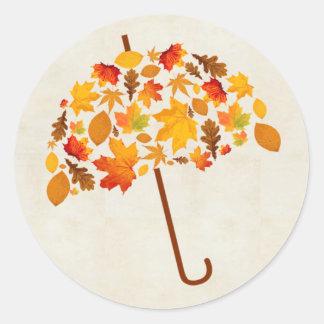 Herbst-Regenschirm mit Blätter Runder Aufkleber