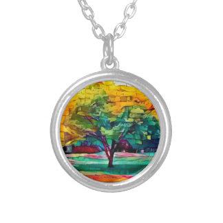 Herbstbaum in den klaren Farben Versilberte Kette