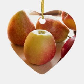 Herbsternte der Äpfel und der Birnen Keramik Herz-Ornament