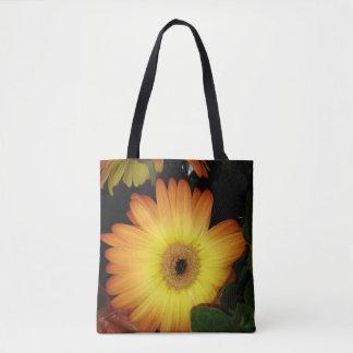 Herrliche gelbe Gerbera-Gänseblümchen-Nahaufnahme Tasche