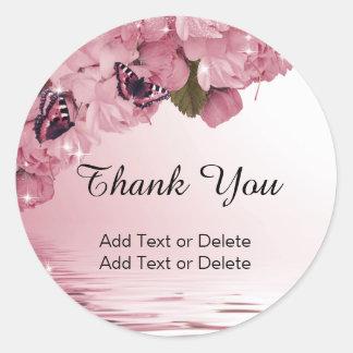 Herrlicher Editable rosa Blumenschmetterling Runder Aufkleber