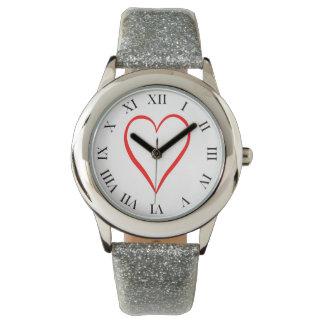 Herz gemalt auf weißem Hintergrund Armbanduhr
