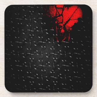 Herz in verlorenem Puzzlespiel Getränkeuntersetzer