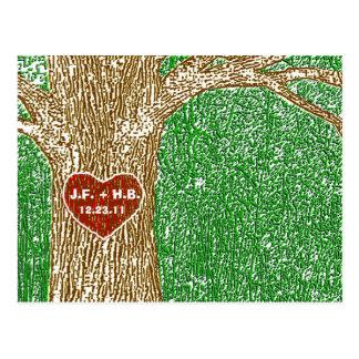 Herz schnitzte in Baum Postkarte