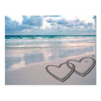 Herzen gezeichnet im Sand Postkarten