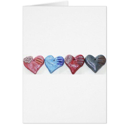 Herzen im Farblehm-Kunst-Foto-Entwurf Karte