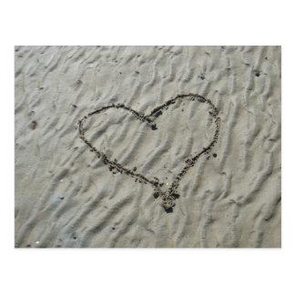 Herzen in den Sand-Kräuselungen Postkarte