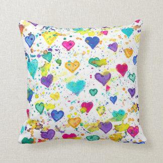 Herzen mit buntem Farben-Spritzer Kissen