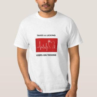 Herzinfarkt: Nimmt ein Lecken - behält auf dem T-Shirt