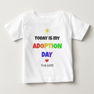 Heutiger Tag ist mein Adoptions-Tageshelles Baby T-shirt