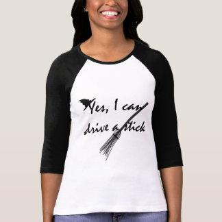 Hexe-Antrieb ein Stock-lustiger Halloween-T - T-Shirt