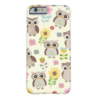 Hiboux mignons et beau cas de l'iPhone 6 de fleurs Coque iPhone 6 Barely There