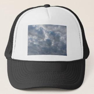 Himmel mit Riesen Cumulonimbuswolken und -sonne Truckerkappe