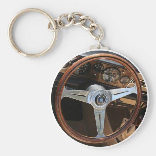 Hinter dem Rad Standard Runder Schlüsselanhänger